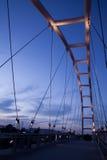 Moderne Brücke auf dem Sonnenuntergang Lizenzfreies Stockbild