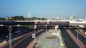 Moderne Brücke in Dubai datenbahn stock footage