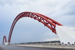 Moderne brug met rode bogen Royalty-vrije Stock Foto