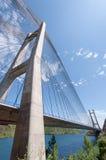 Moderne brug over het meer Stock Fotografie