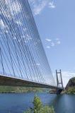 Moderne brug over het meer - 2 Stock Afbeeldingen