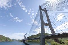 Moderne brug over het meer - 3 Stock Foto