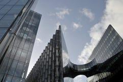 Moderne bureaublokken in Meer Londen Stock Fotografie