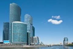 Moderne bureaugebouwen in Moskou Stock Afbeeldingen