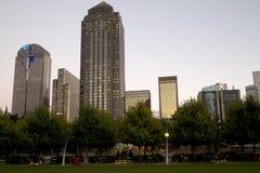 Moderne bureaugebouwen in zonsondergang de van de binnenstad van Dallas Stock Foto