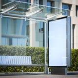 Moderne bushalte met leeg aanplakbord het 3d teruggeven Royalty-vrije Stock Afbeeldingen