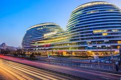 ¼ moderne célèbre Œin Chine d'ï de vue de nuit de SOHO de galaxie d'architecture de Pékin Images stock