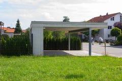 moderne carport en manierdetails royalty-vrije stock fotografie