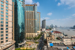 Moderne cityscape van de horizon van Shanghai met de terminal van het cruiseschip Royalty-vrije Stock Foto