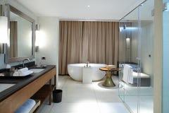 Moderne comfortabele badkamers stock foto