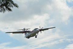 Moderne commerciële vliegtuigen klaar om van de luchthaven op te stijgen stock fotografie