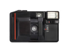 Moderne compacte analoge die camera op film 35mm formaat op een witte achtergrond wordt geïsoleerd Stock Fotografie