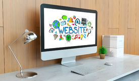 Moderne computer met Internet-presentatie het 3D teruggeven Stock Foto's