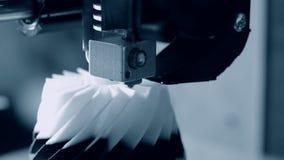 Moderne 3D printer die een voorwerp van hete gesmolten drukken stock videobeelden