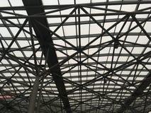 Moderne Dachkonstruktion vom Stahl und vom Glas Lizenzfreies Stockfoto