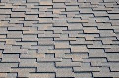 Moderne dakwerk en decoratie van schoorstenen Flexibele bitumen of leidakspanen stock afbeeldingen