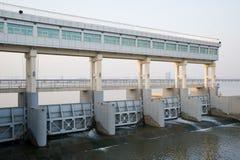 Moderne dammen op de Rivier Yangtze van China royalty-vrije stock afbeeldingen