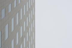 Moderne de bouwmuur die hemel onder ogen ziet Royalty-vrije Stock Foto