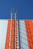 Moderne de industriële bouw muur met metaalladder, treden royalty-vrije stock foto