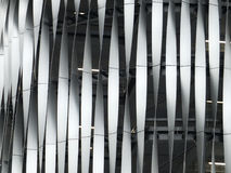 Moderne dekorative metallische Bedeckung auf einem großen Gebäude Lizenzfreie Stockfotografie