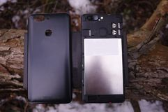 Moderne die smartphone op het Android-besturingssysteem wordt gebaseerd stock foto's