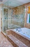 Eigentijdse douche met dubbele hoofden stock fotografie afbeelding 23406122 - Eigentijdse badkuip ...