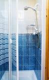 Moderne douchecabine voor huizen en hotels Royalty-vrije Stock Afbeeldingen