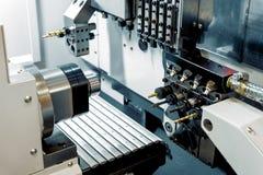 Moderne draaibank metaalbewerkende CNC machine royalty-vrije stock fotografie