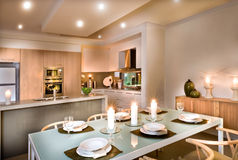 Moderne eetkamer en de keuken royalty-vrije stock afbeeldingen