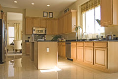 Moderne elegante Küche Stockfotos