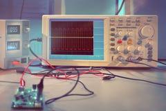 Moderne elektronische Ausrüstung in Computer-Service-Center Stockfotos