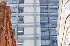 Moderne en oude gebouwen Stock Afbeeldingen