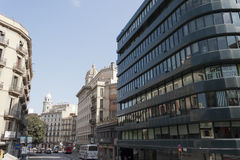 Moderne en traditionele architectuur Stock Fotografie