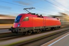 Moderne Europese elektrische locomotief stock foto's