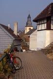 Moderne fiets in oude Duitse stad Stock Foto's