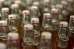 Moderne Flaschen mit Schließungen Stockfotos