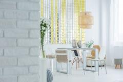Moderne flat met bakstenen muur Stock Foto