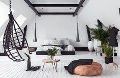 Moderne flat zonder tussenmuren in zolder, zolderstijl royalty-vrije stock afbeelding