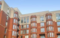 Moderne flatgebouw met koopflatsgebouwen in Montreal van de binnenstad Royalty-vrije Stock Afbeeldingen