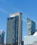 Moderne Flatgebouw met koopflatstorens Royalty-vrije Stock Afbeeldingen