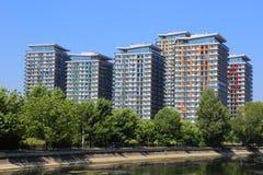 Moderne flatgebouwen Stock Afbeelding