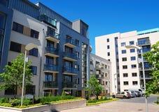 Moderne flatgebouwen Royalty-vrije Stock Afbeeldingen