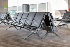 Moderne Flughafen-Aufenthaltsraum-Sitzreihen lizenzfreies stockfoto