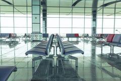 Moderne Flughafen-Aufenthaltsraum-Sitzreihen stockbilder