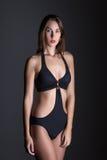Moderne Frau im Badeanzug nachts Stockbild