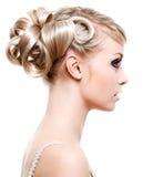 Moderne Frisur der Art und Weise Stockfotografie
