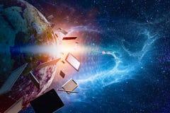 Moderne gadgets in baan van de aarde, tegen de achtergrond van royalty-vrije stock afbeeldingen