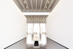 Moderne Galerie der Fotoausstellung, offener Raum Hängendes Museum der zeitgenössischen Kunst des leeren weißen leeren Segeltuche Lizenzfreies Stockfoto