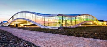 Moderne Gebäude-Architektur führt III einzeln auf lizenzfreies stockbild