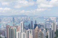 Moderne Gebäude des Highrise mit blauem Himmel in der Stadt an Victoria-` s Spitze, Hong Kong Lizenzfreie Stockfotos